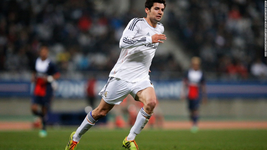 Enzo Fernandez currently plays for Real Madrid Castilla, where he had been managed by his father.