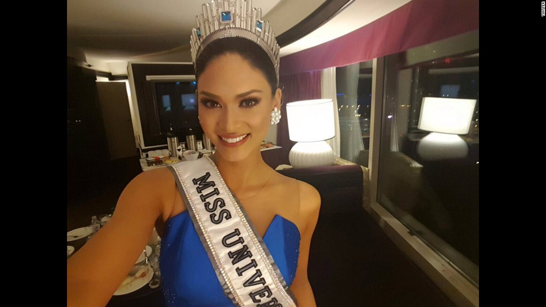 "The newest Miss Universe, Pia Alonzo Wurtzbach, <a href=""https://twitter.com/MissUniverse/status/682706183656968193"" target=""_blank"">takes a selfie</a> on Thursday, December 31."