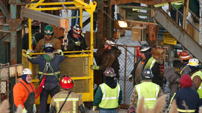 17 New York miners trapped underground overnight