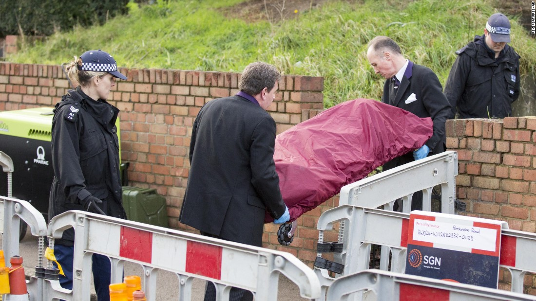 "Police officers carry a body from the London home of former actress Sian Blake on Tuesday, January 5. Blake's remains and the remains of her two young children were found buried on the property, police said. They had been missing for nearly a month, <a href=""http://www.bbc.com/news/uk-england-london-35256774"" target=""_blank"">according to the BBC.</a>"
