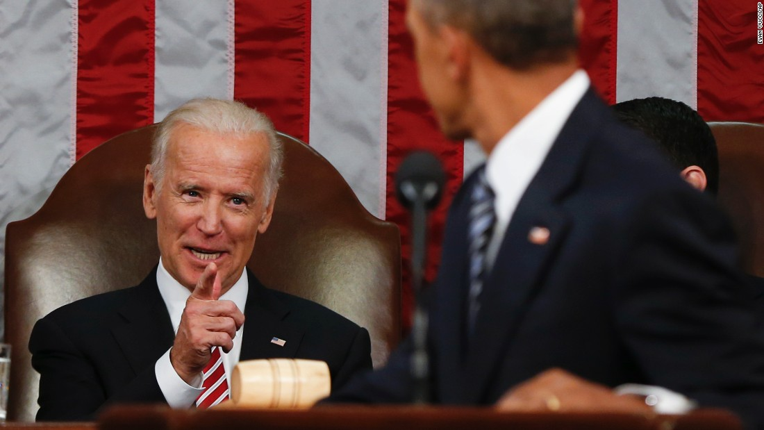 Biden points at Obama during the State of the Union.