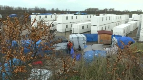 France opens new Calais 'Jungle' camp for refugees