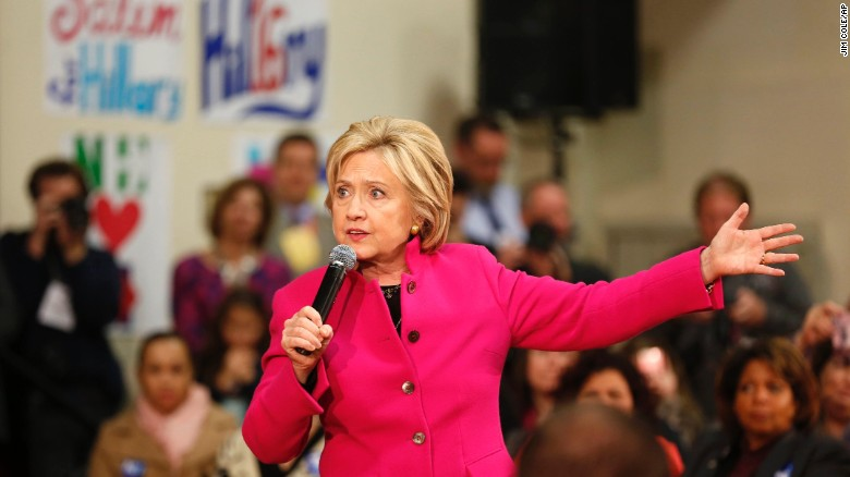 Clinton campaign defends her ground game in Iowa