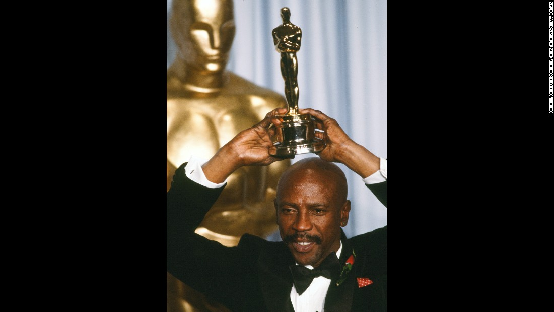"Louis Gossett Jr. poses in 1983 with his best supporting actor award for his role in ""An Officer and a Gentleman.""<br />"
