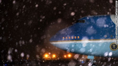 Air Force One is seen during a snowstorm at Andrews Air Force Base January 20, 2016 in Maryland following the return of US President Barack from Detroit, Michigan.  / AFP / Brendan Smialowski        (Photo credit should read BRENDAN SMIALOWSKI/AFP/Getty Images)