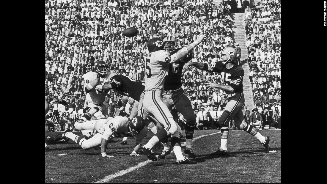 "Starr, right, was named the game's Most Valuable Player. He threw for 250 yards and two touchdowns. <a href=""http://www.cnn.com/2015/01/25/us/gallery/super-bowl-mvps/index.html"" target=""_blank"">See all of the Super Bowl MVPs</a>"