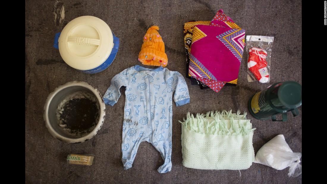 Agnes Noti's bag includes: clothes for the baby, a blanket for the baby, socks, a basin, a flask and tea.