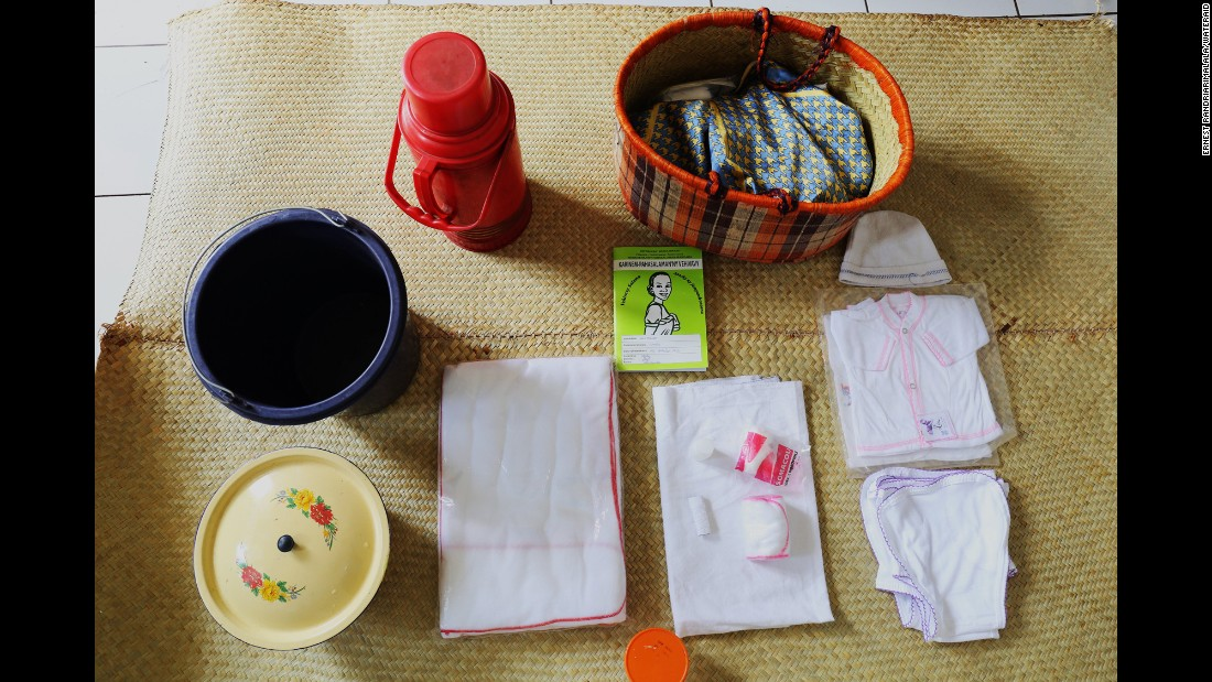 Razafindrabary Claudine's birth basket includes: Clothes for the baby, cotton wool, alcohol for cleaning, diapers, a flask, a bucket and sanitary pads.