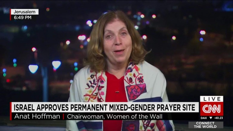Israel approves permanent mixed gender prayer site