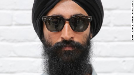 Sikh men who wear turbans shouldn't face discrimination, actor-designer Waris Ahluwalia says.