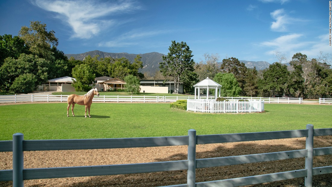 Media mogul Oprah Winfrey has paid $28.8 million for Seamair Farm, an equestrian estate in Montecito, Santa Barbara, California.