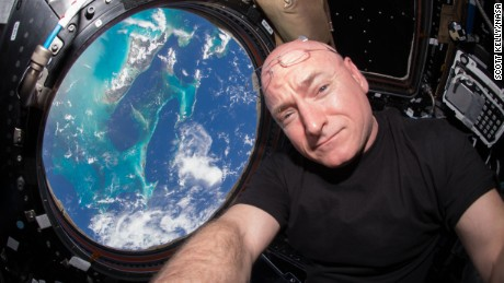 Scott Kelly from space: Earth's atmosphere 'looks very, very fragile'