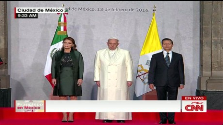 cnnee pope in national palace greets pena nieto_00025820