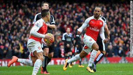 Substitute Theo Walcott drew Arsenal level at 1-1 against 10-man Leicester City in the 70th minute at the Emirates.