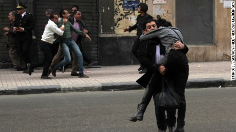 Photos of Shaimaa El-Sabbagh being carried by a fellow activist went viral on social media after her death.