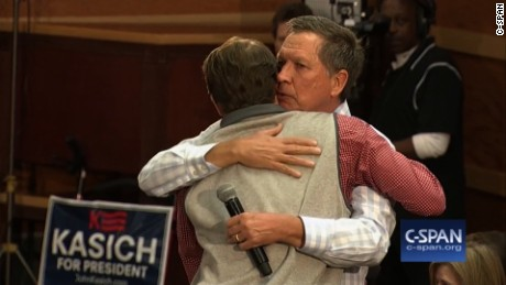 sc gop town hall kasich emotional hug response sot 22_00004317