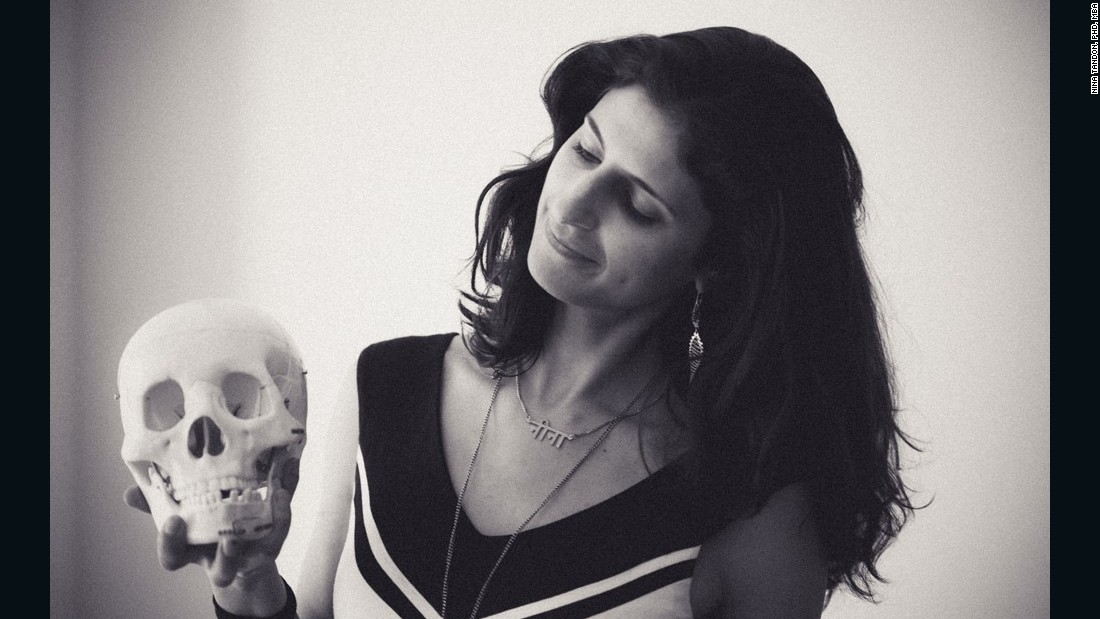 "American Nina Tandon, 36, is CEO and co-founder of EpiBone, the world's first company growing living human bones for skeletal reconstruction. She is also Adjunct Professor of Electrical Engineering at the Cooper Union and former Staff Associate Postdoctoral Researcher, 在 <a href=""http://www.columbia.edu/"" 目标=""_空白&amp报价t;>Columbia University</一个>."