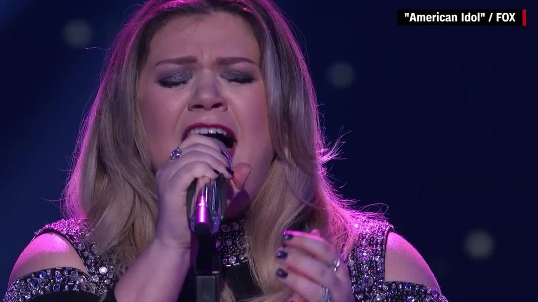 Kelly Clarkson brings everyone, including herself, to tears with 'Idol' performance