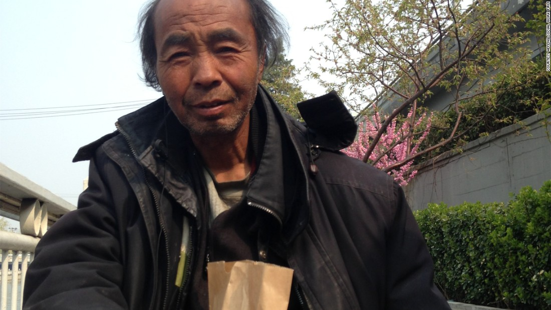 Social workers in Beijing offer food, clean water and clothes to homeless people, helping them to keep basic personal hygiene.
