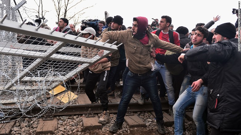 Migrants storm Greek-Macedonian border fence