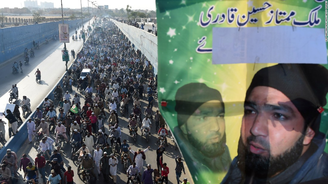 Pakistani demonstrators march during a protest against the execution of convicted murderer Mumtaz Qadri in Karachi on February 29, 2016.