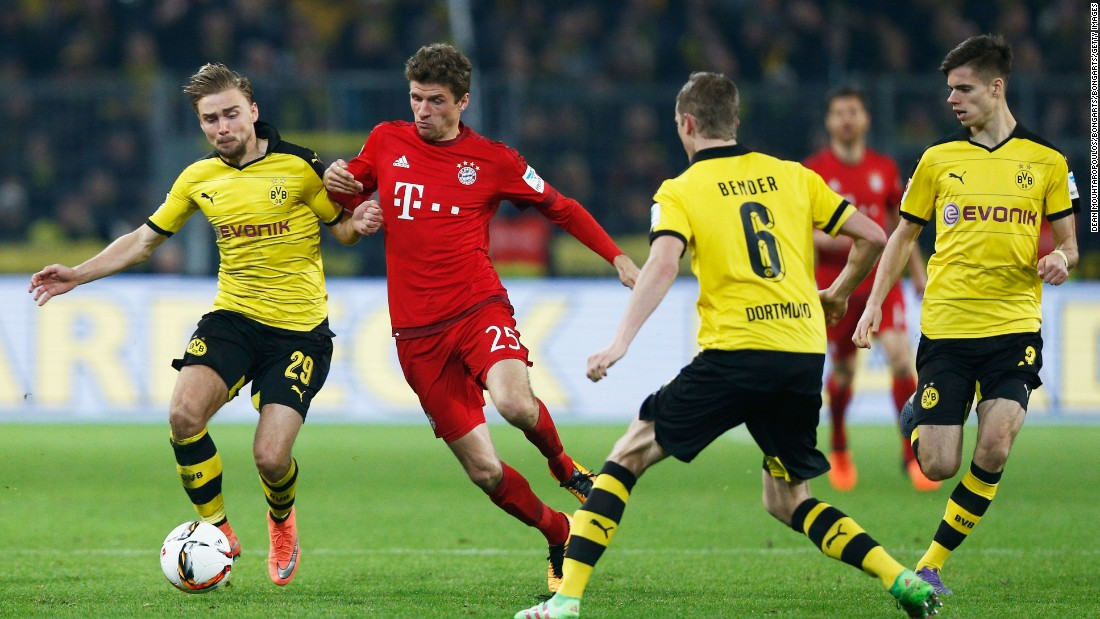 Borrusia Dortmund and Bayern Munich played out a scoreless draw as the Bundesliga's two top sides met Saturday.