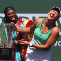 Serena Williams Azarenka trophy
