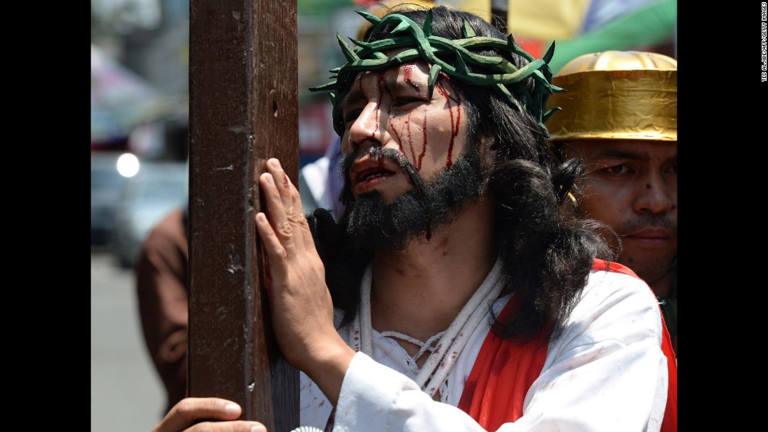 An actor plays Jesus in a street play in Manila on March 24.