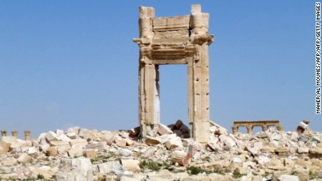 Which ancient treasures did ISIS destroy in Palmyra?