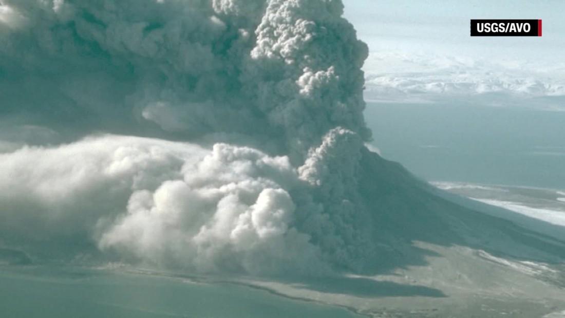 Highest aviation alert level issued after Alaskan volcano erupts