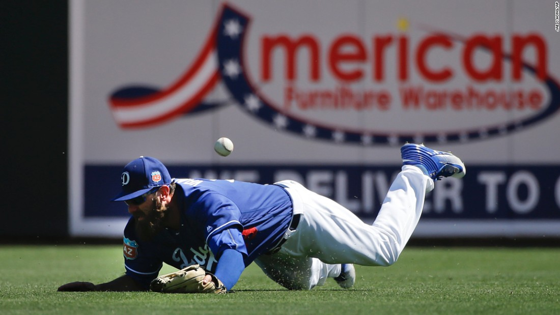Scott Van Slyke, an outfielder with the Los Angeles Dodgers, misses a catch during a spring-training game in Phoenix on Sunday, March 27.