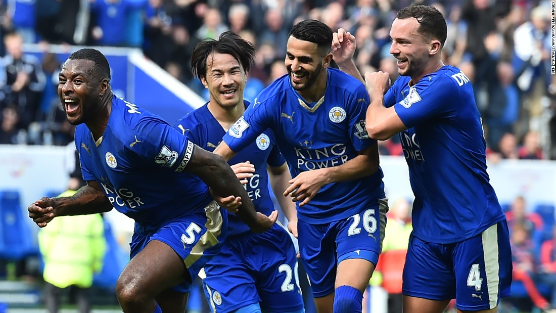 Leicester City's Wes Morgan (L) celebrates after scoring during his side's EPL match with Southampton.