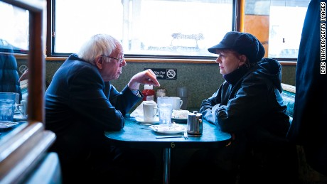 Sen. Bernie Sanders and actress Susan Sarandon at  a diner April 8, 2016 in Brooklyn.