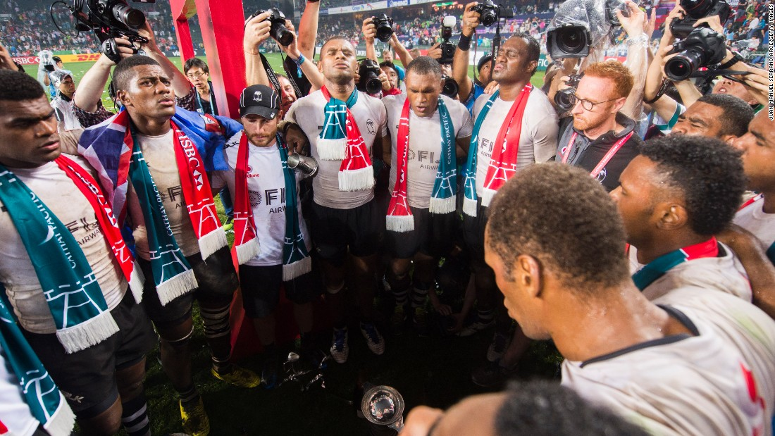 Fiji's players have extended their lead at the top of the HSBC World Sevens Series with three rounds remaining.