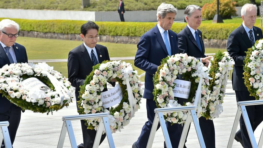 John Kerry calls Trump nuclear policy 'absurd'
