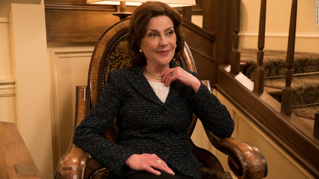 Emily Gilmore (Kelly Bishop) is as stylish as ever.