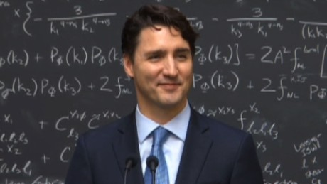 Trudeau gets snarky question, wows crowd