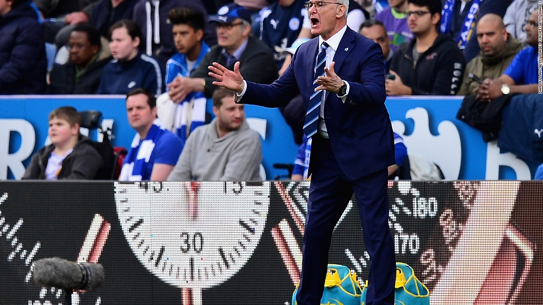 Leicester manager Claudio Ranieri gives instructions during the Premier League match between Leicester City and West Ham United.