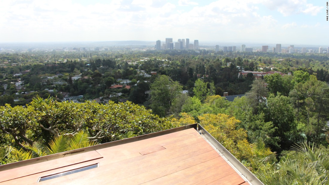 And sports a breathtaking view of the Los Angeles skyline.