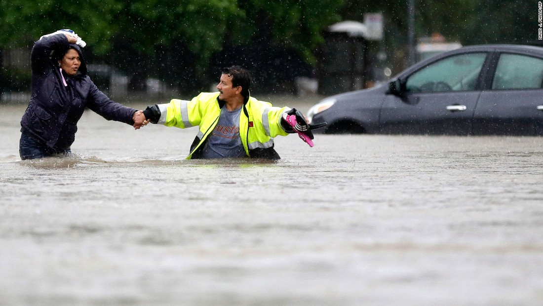 Houston flooding: 7 dead, 1,200 rescued -- and more rain to come
