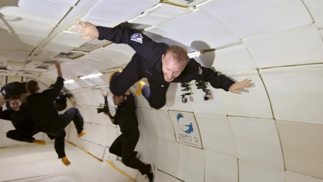 Floating at zero gravity