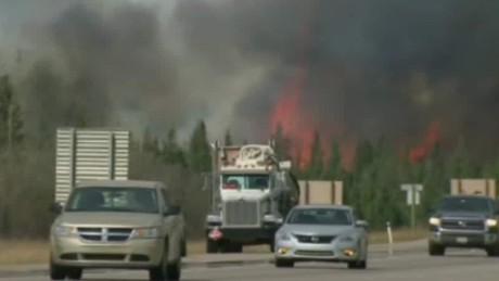 Thousands flee growing Fort McMurray wildfire