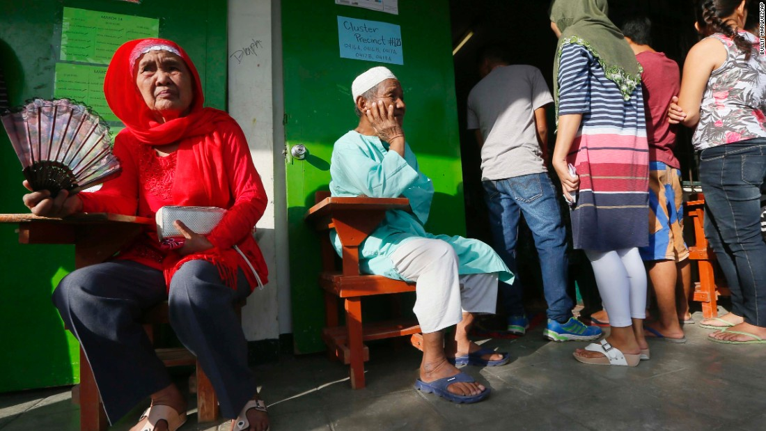 Voters had to bear the stifling heat and long lines at some polling stations.