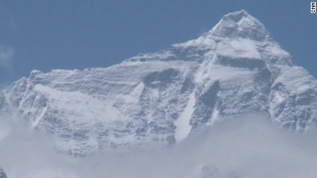 Mount Everest facts: Big mountain, big numbers