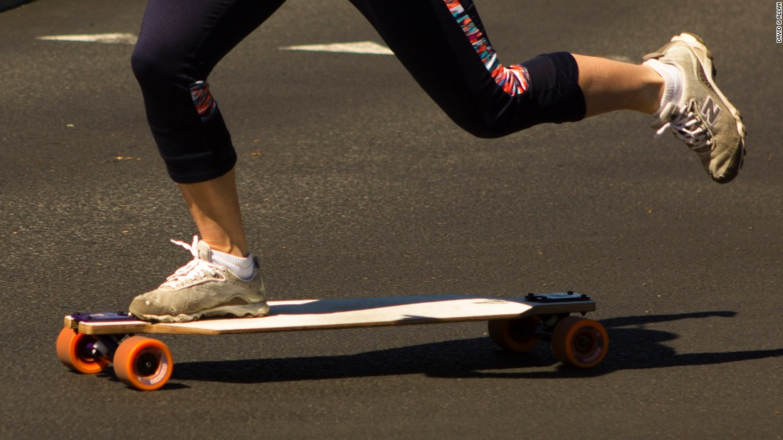Unlike traditional skateboarders, longboarders alternate kicking legs, building strong calves and glutes with every power push.