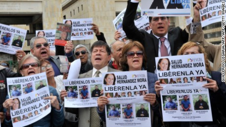 People demonstrate in Bogota, on May 25, 2016 asking for the release of Spanish-Colombian journalist Salud Hernandez-Mora who is believe to have been taken hostage in the Catatumbo area, where guerrilla groups and criminal gangs are active. Salud Hernandez-Mora, correspondent in Colombia for Spanis newspaper El Mundo and columnist for the Colombian daily El Tiempo, as well as Diego D'Pablos and Carlos Melo, journalists at the local TV network RCN, are reported missing near the municipality of El Tarra, Norte de Santander department. Spain fears Hernandez-Mora was kidnapped by the National Liberation Army (ELN). / AFP / GUILLERMO LEGARIA        (Photo credit should read GUILLERMO LEGARIA/AFP/Getty Images)