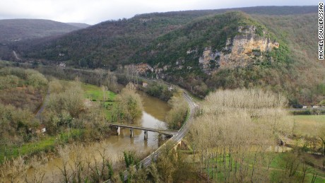 Vallée de l'Aveyron near Bruniquel Cave where the structures were found.