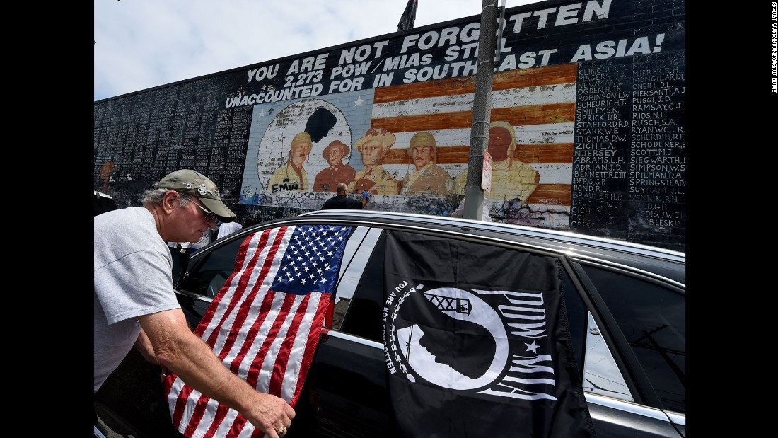 Veterans and other community members help clean up a veterans memorial in Venice Beach, California, on May 29. The mural had been covered with graffiti.