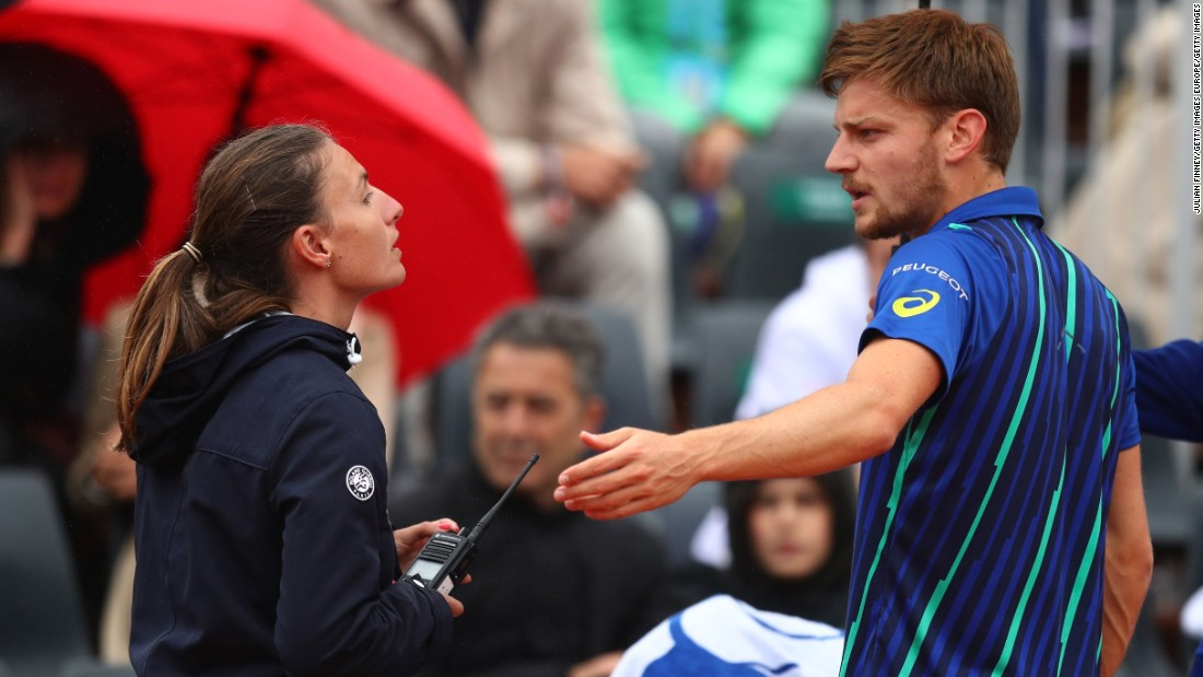 David Goffin finds himself 3-0 down in the first set of his match against Latvian Ernests Gulbis. The No. 12 seed was angered at having to continue playing in the rain, before the match was eventually suspended.
