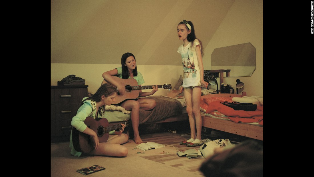 Agata and Wiktoria play guitar while Ania sings. All three are big fans of singer Demi Lovato, who suffered from an eating disorder herself. When Ania feels sad, singing or listening to Lovato's music helps her.
